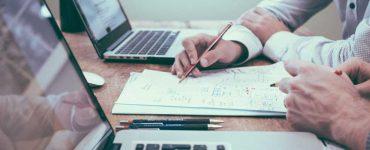 Veja quais as características dos cursos na área de gestão, os caminhos a escolher na carreira, além de um vídeo sobre gestão secretarial