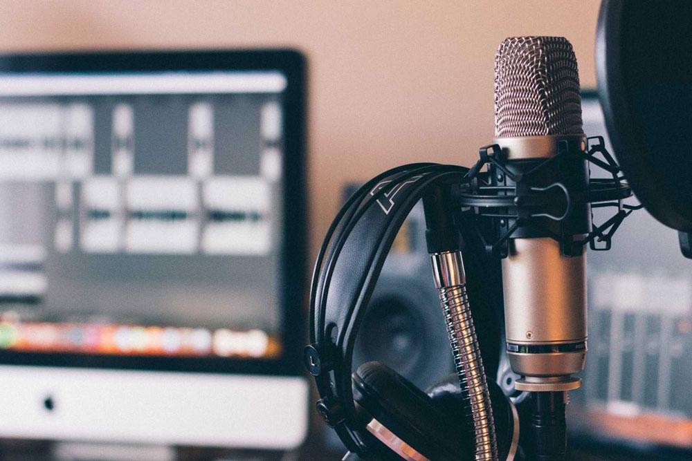 Confira o que são podcasts, por que são interessantes formas de aprender sobre certos assuntos e alguns títulos para ajudá-lo na rotina de estudo.