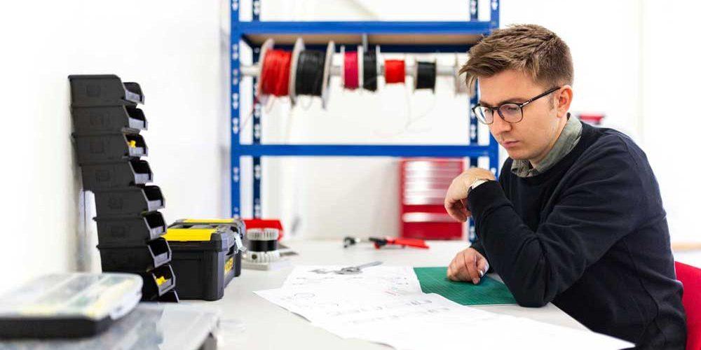 Confira os principais atributos interessantes para quem faz Engenharia Elétrica, além de características da área
